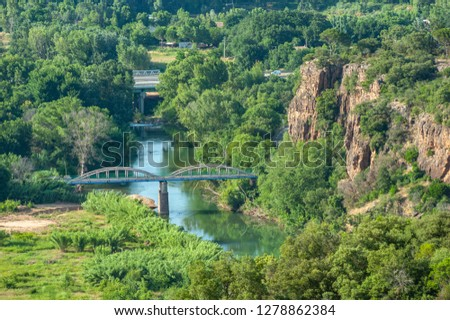 Landscape with the river La Nartuby and foothills of the Massif des Maures near Le Muy in the Department Var of the province Provence-Alpes-Cote d´Azur Foto stock ©