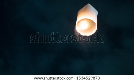 Lanterns, lanterns that float into the night sky