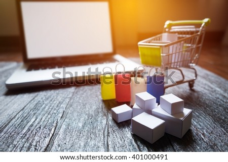 laptop blank screen and hopping cart full of gifts with copyspace, online shopping concept. #401000491