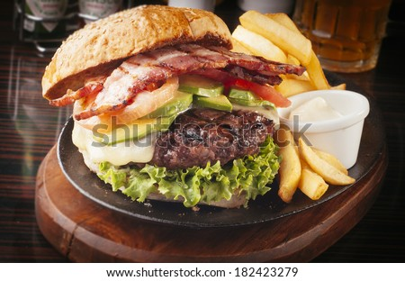 Large abundant and tasty Hamburger with french fries