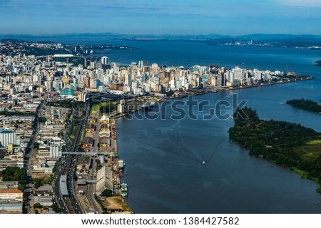 Large cities seen from above. City of Porto Alegre of the state of Rio Grande do Sul, Brazil South America.  Foto stock ©