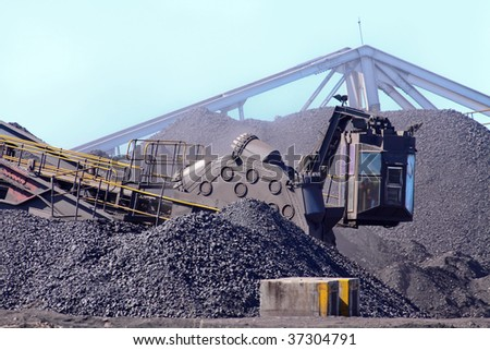 large coal mining machinery moving loose coal