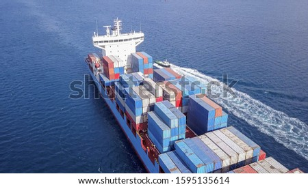 Large container ship at sea, loaded with various container brands. ULCV container ship sails on open water fully loaded with containers and cargo. Zdjęcia stock ©