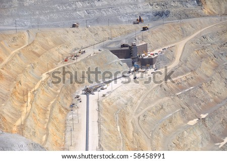 Large Conveyor moves Crushed Ore to Processing Plant