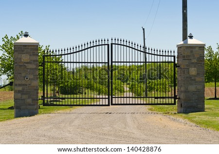 Large double metal gate