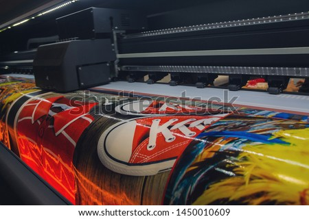 Large format printing machine in operation. Industry Foto d'archivio ©