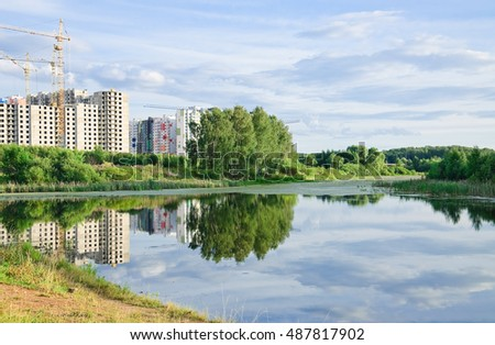 Large Long (Vynohradiv) a pond in North Moscow. Summer landscape. A view of the construction of new residential apartment buildings Foto d'archivio ©