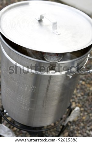 Large Outdoor Deep Frying Pot with Thermometer