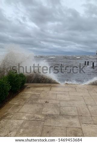 Large waves hitting shoreline on bay as hurricane Michael begins in Florida panhandle