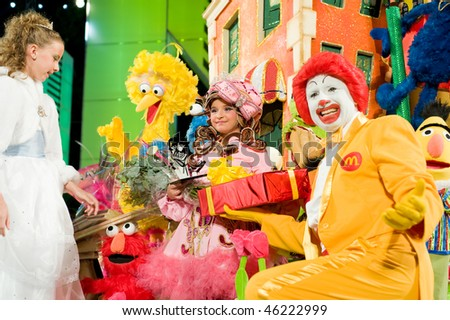 LAS PALMAS - FEBRUARY 7: The winning child queen Andrea Encinoso from Canary Islands performs onstage during the carnival's Child Queen Gala February 7, 2010 in Las Palmas, Spain