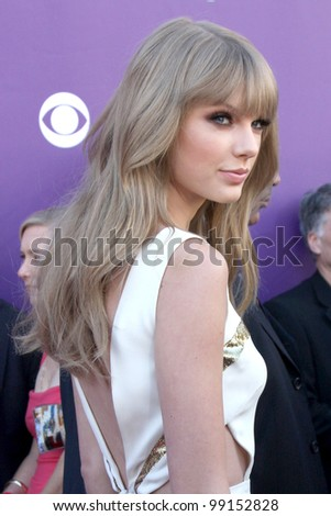 LAS VEGAS - APR 1:  Taylor Swift arrives at the 2012 Academy of Country Music Awards at MGM Grand Garden Arena on April 1, 2012 in Las Vegas, NV.