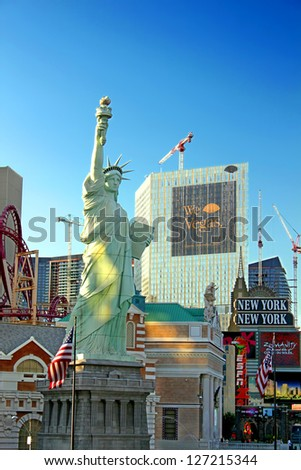 LAS VEGAS - AUGUST 19: New York New York Hotel and Casino on August 19, 2009 in Las Vegas.  The architecture is made to resemble the skyline of New York City.