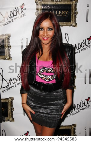 LAS VEGAS - JAN 10: Snooki (aka Nicole Polizzi) walks the red carpet at the iHip party at The Gallery inside Planet Hollywood in Las Vegas, NV on January 10,  2012.