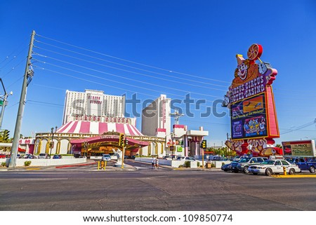 LAS VEGAS - JUNE 15: famous clown greets the guests of  circus circus hotel on June 15,2012 in Las Vegas, Nevada.  Circus Circus started in 1968 with 700 rooms.