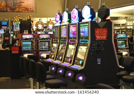 las vegas airport gambling machines in bars