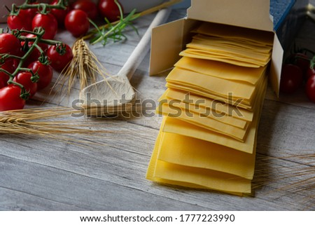 lasagna sheets not cooked and Dried on a worden table falling out of a Cartoon Box - Close up Stockfoto ©