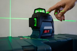 laser building level with green beams