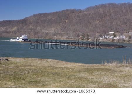 Lastkahn auf dem Fluß - stock photo