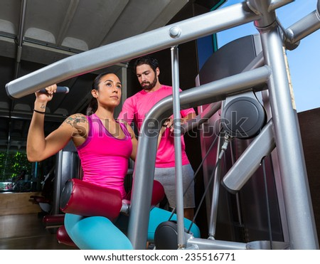 Lat Lateral dorsal pulldown machine upper back woman with personal trainer man