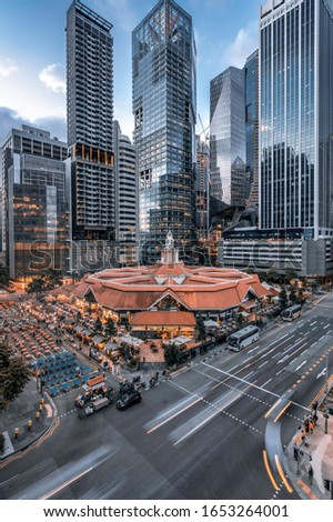 Lau Pa Sat Festival Market, Singapore in front of Singapore Skyline Stok fotoğraf ©