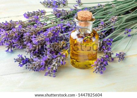 Lavender essential oil with lavender flowers on a rustic wooden background with copyspace. A glass bottle with a cork with buds infusing Foto stock ©