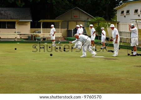 Lawn Bowls-releasing the bowl