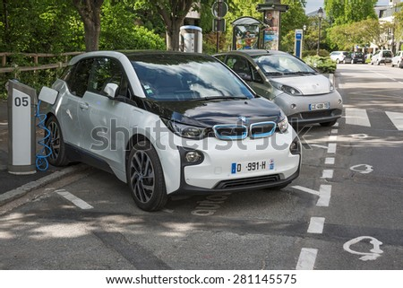 le chesnay france mai 25 2015 electric car bmw i3 charging its batteries on a parking for. Black Bedroom Furniture Sets. Home Design Ideas