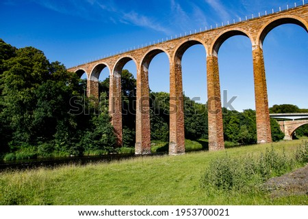 Leaderfoot Viaduct, also known as the Drygrange Viaduct, a railway viaduct over the River Tweed, near Melrose, Scottish Borders, Scotland Photo stock ©