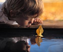 leaf ship in children hand
