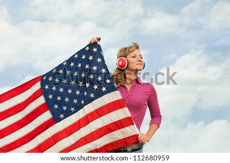 Learning language � American English (blond young woman with american flag, outdoor)