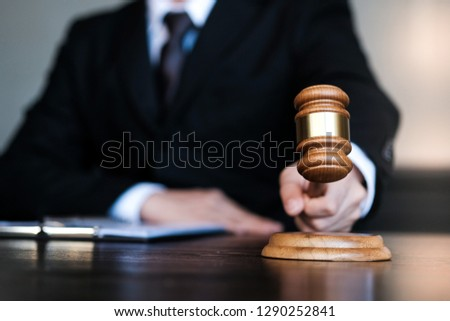 Legal counsel presents to the client a signed contract with gavel and legal law. justice and lawyer concept Photo stock ©