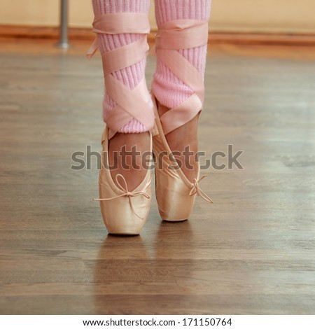 Legs a little ballerina in pointe in the ballet hall