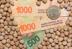 Legumes on Argentine peso banknote, world agricultural economy.
