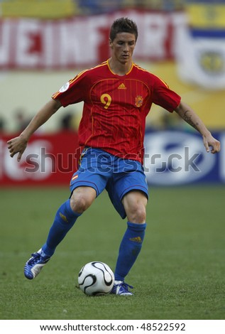 LEIPZIG, GERMANY - JUNE 14:  Fernando Torres of Spain in action during a World Cup  match against Ukraine June 14, 2006 in Leipzig, Germany. Editorial use only.  No pushing to mobile device usage.
