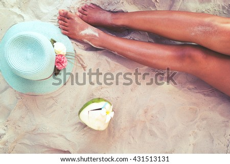 Stock Photo Leisure in summer - Beautiful of sexy women tan. relax on sandy beach with hat and coconut cocktail. vintage color styles