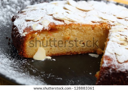 Lemon Cake with Almonds