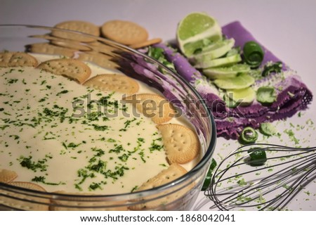 Lemon pie made with lemons, maria cookies and milkmaid Foto stock ©