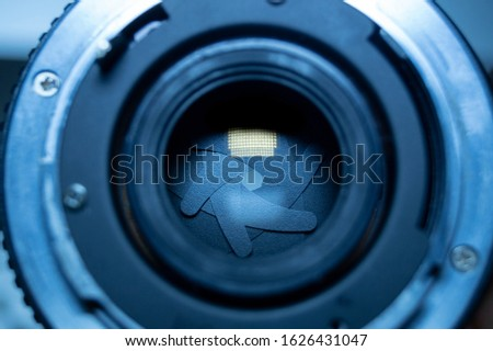 Lens with a closed aperture of a lens