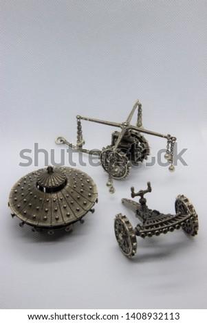 Leonardo Da Vinci's Inventions - Including the Armored Tank and the Machine Gun