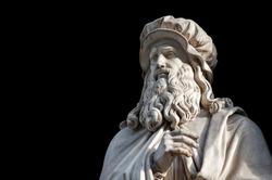 Leonardo Da Vinci statue, by Luigi Pampaloni, 1839. It is located in the Uffizi courtyard, in Florence.