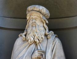 Leonardo Da Vinci, statue in the Uffizi Gallery courtyard, Florence, Italy
