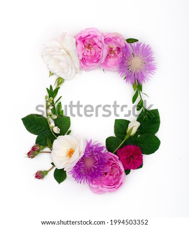 Letter O, concept alphabet design. Floral summer font. Seasonal decorative beautiful type mades of different multi-colored blooming flowers and grass. Natural summertime print Foto stock ©