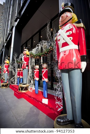 Life size nutcracker soldiers outside
