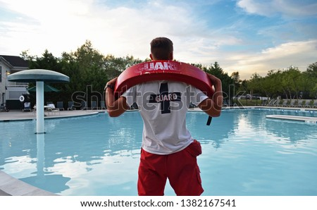 Lifeguard having fun at the pool while there are no visitors Foto stock ©