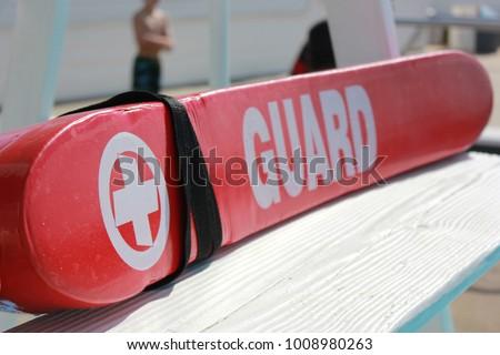 Lifeguard Rescue tube on Pool Lifeguard Stand Foto stock ©