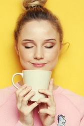 lifestyle, food and people concept: young pretty woman drinking coffee