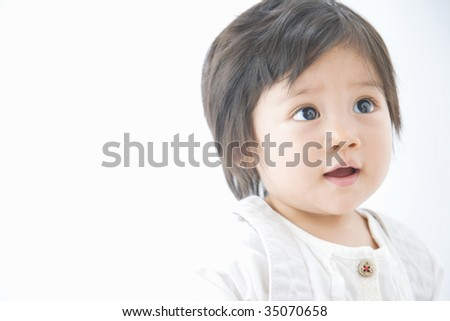 LIFESTYLE IMAGE-close-up shot of a lovely infant's face