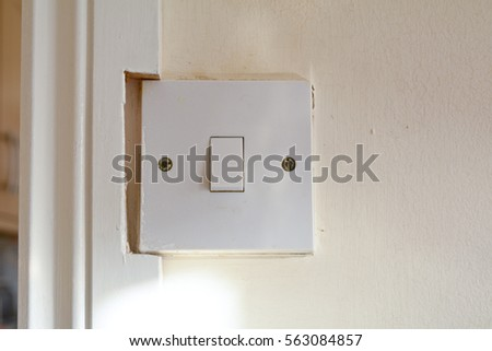 Delicieux Light Switch On Wall Cut Into Door Frame