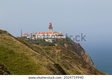 Lighthouse at Cape Roca (Cabo da Roca), most western point of Europe at coast of Atlantic Ocean in Portugal. Foto stock ©