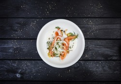 Lightly salted salmon with fennel and apple